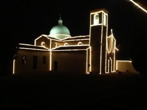Chiesa illuminata per la Festa della Madonna Addolorata